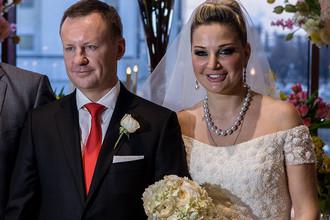 Депутат от КПРФ Денис Вороненков и депутат Мария Максакова из «Единой России»