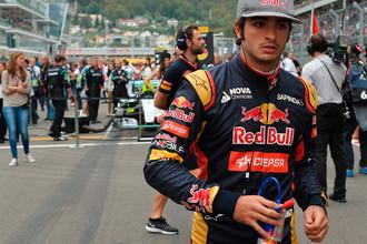 Гонщик «Торо Россо» Карлос Сайнс-младший перед началом гонки