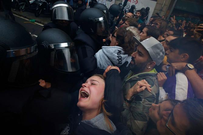 Столкновения с испанской полицией на улицах Барселоны, 1 октября 2017