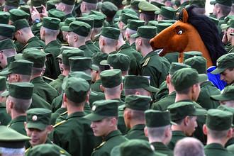 Военнослужащие на открытии Международного военно-технического форума «Армия-2016»