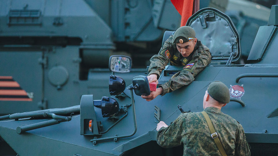 В Кремле оценили возможность приглашения ветеранов на парад Победы
