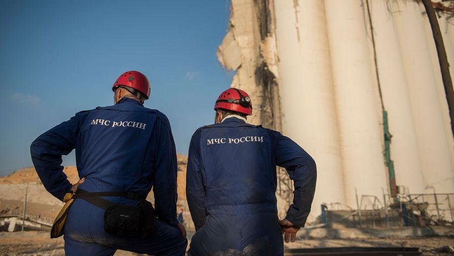 Сотрудники МЧС РФ во время разбора завалов в порту Бейрута, 6 августа 2020 года
