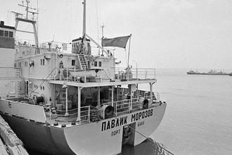 Азербайджанская ССР. 18 июня 1981 г. Танкер «Павлик Морозов» перед отправкой в Красноводск
