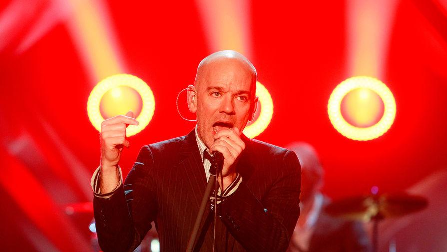 Солист группы R.E.M. Майкл Стайп во время выступления на немецком телешоу в Эрфурте, 2008 год