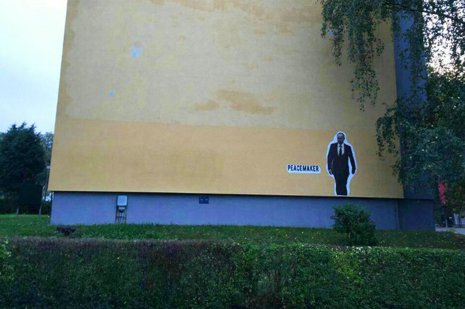 Граффити с изображением Владимира Путина на стене жилого дома в Дрездене
