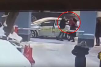 «Он ударил маму, у которой на руках был ребенок»