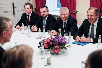 Министр иностранных дел России Сергей Лавров и генсек НАТО Йенс Столтенберг во время встречи в Мюнхене, 17 февраля 2017 года