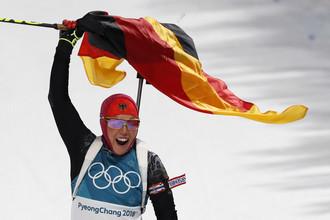 Победный финиш Лауры Дальмайер в пасьюте с немецким флагом