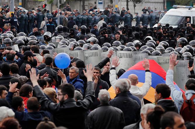 Акция протеста на площади Республики в Ереване, 22 апреля 2018 года