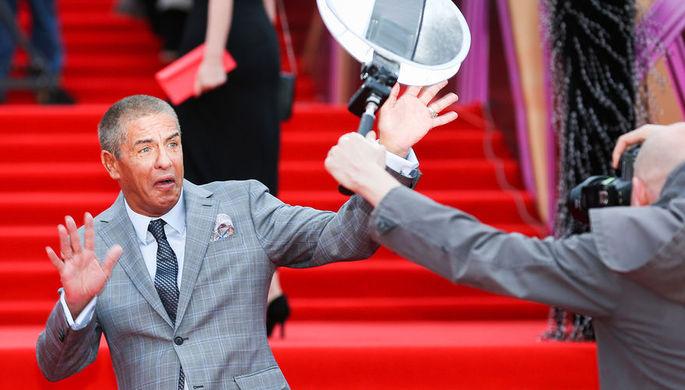 Французский актер Сами Насери перед началом церемонии закрытия Московского кинофестиваля, апрель...