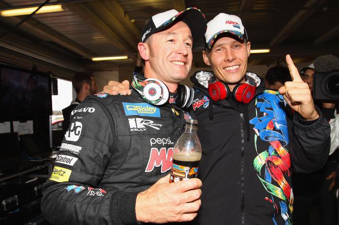 Аллан Симмонсен(слева) и его напарник Грег Мерфи (справа) во времена выступлений за команду «Пепси Макс Крю Холден»