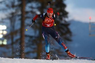Яна Романова (Россия) на дистанции эстафетной гонки в соревнованиях по биатлону среди женщин на XXII зимних Олимпийских играх в Сочи