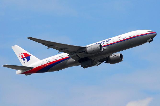 Воздушное судно Boeing 777 компании Malaysian Airlines пропало с радаров и потерпело крушение в Южно-Китайском море