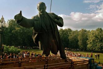 Демонтаж памятника Ленину в Вильнюсе, Литва, 1991 год