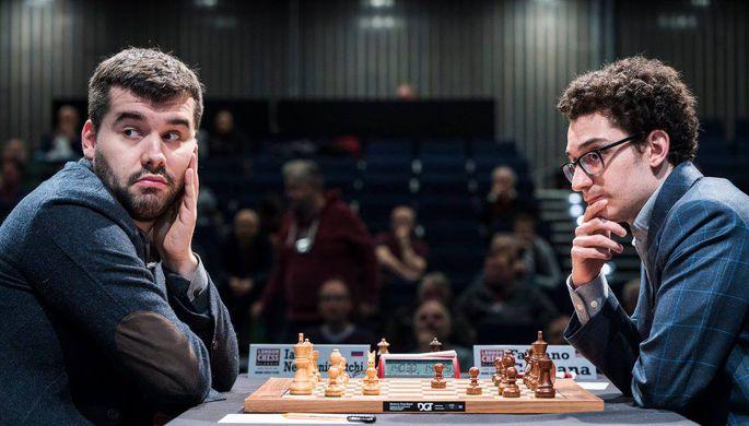 Шахматисты Ян Непомнящий (слева) и Фабиано Каруана