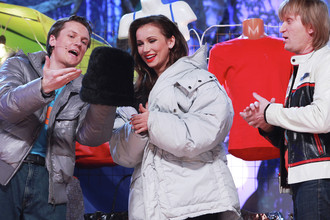 Участники команды «Уральские пельмени» Вячеслав Мясников и Андрей Рожков, и телеведущая Анфиса Чехова во время съемок новогоднего шоу «Уральские пельмени», 2010 год