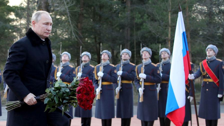 Президент России Владимир Путин во время возложения цветов к монументу «Рубежный камень» на Невском пятачке в Кировском районе, 18 января 2020 года