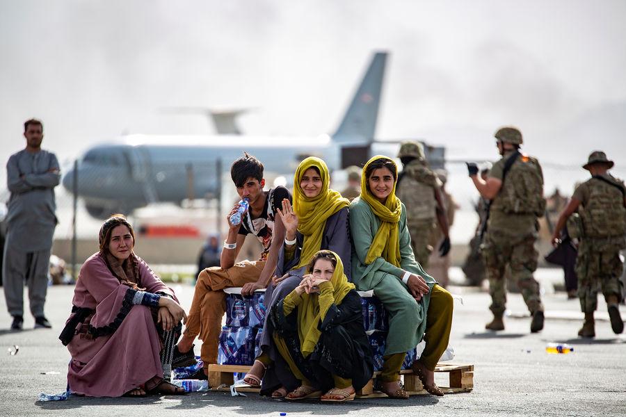 Украинский генерал: Киев не может прокормить ни афганских беженцев, ни своих граждан