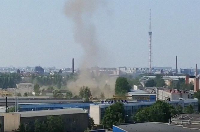 Дым после взрыва на Литовской улице в Санкт-Петербурге, 17 июля 2018 года