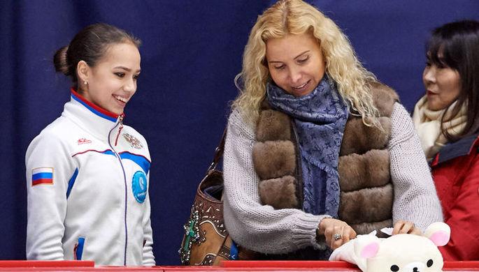 Российская фигуристка Алина Загитова со своим тренером Этери Тутберидзе