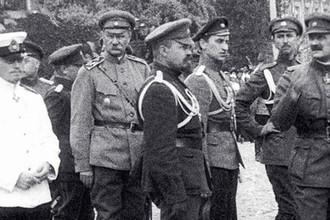 Офицеры Белой гвардии на одной из улиц Киева. Гражданская война. 1919 год