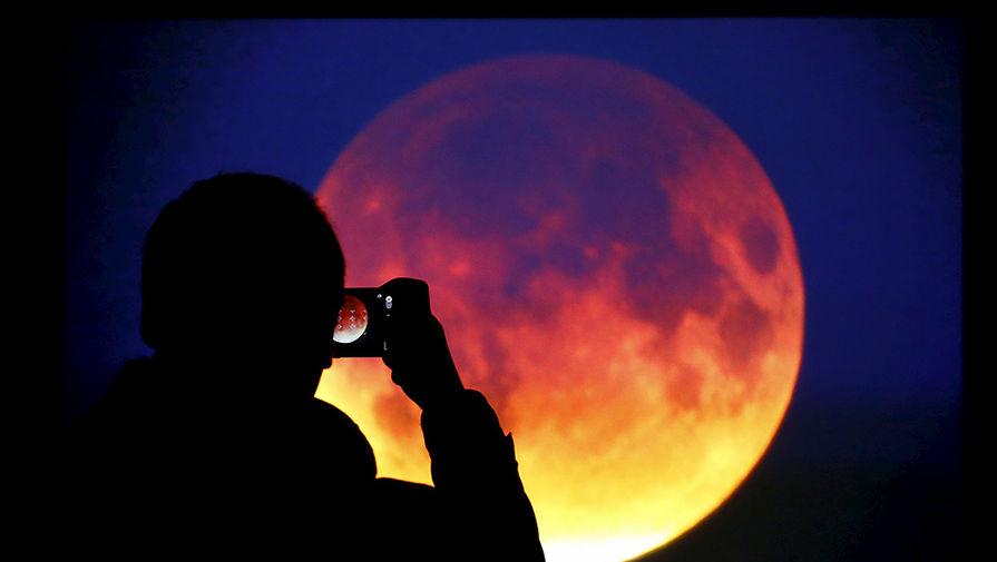 Картинки по запросу В пятницу люди увидят лунное затмение