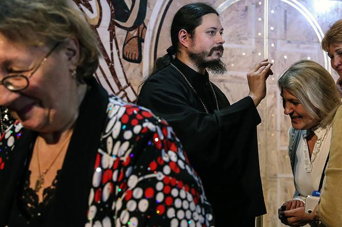 Победитель телевизионного шоу «Голос» иеромонах Фотий после выступления в Татьянин день в Зале церковных соборов в храме Христа Спасителя