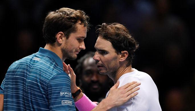 Даниил Медведев (слева) и Рафаэль Надаль после матча на Итоговом турнире ATP в Лондоне
