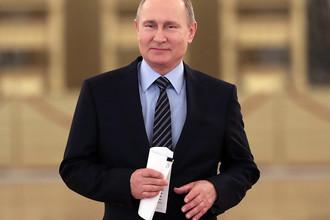 Президент России Владимир Путин перед началом заседания Совета при президенте РФ по культуре и искусству в Кремле, 21 декабря 2017 года