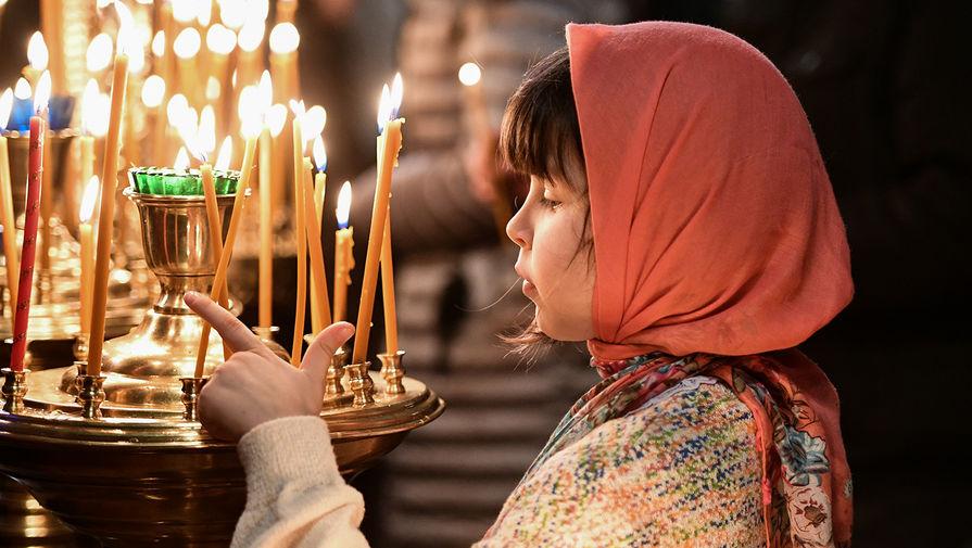 Священнослужители призвали воздержаться от похода в храмы в Рождество