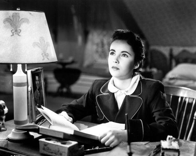 Элизабет Тейлор в фильме «Синтия» (1947)