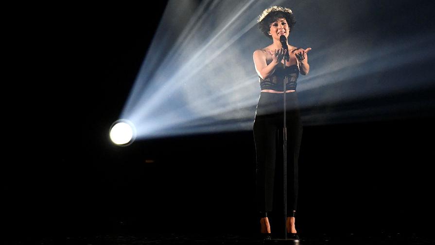 Певица Барбара Прави (Франция) с песней «Voila»