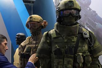 Боевая экипировка на стенде ЦНИИ ТОЧМАШ на выставке в рамках Международного военно-технического форума «Армия-2016»