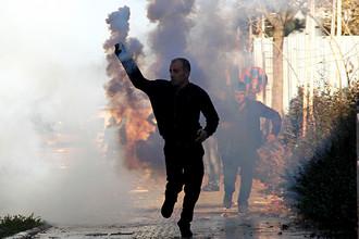 Курдский демонстрант во время протестов, декабрь 2015 года