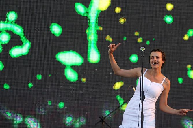 Певица Юлия Чичерина на концерте на Красной площади в честь Дня России, 2011 год