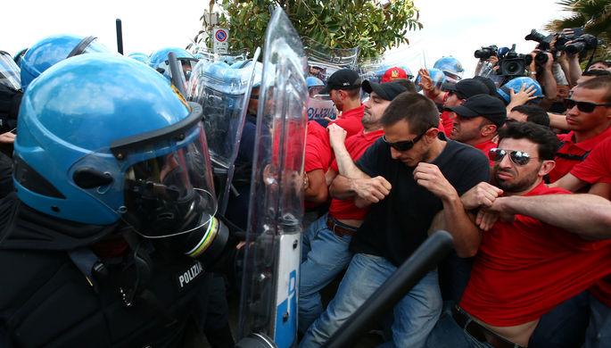 Итальянские студенты сожгли чучела вице-премьеров в ходе протестов