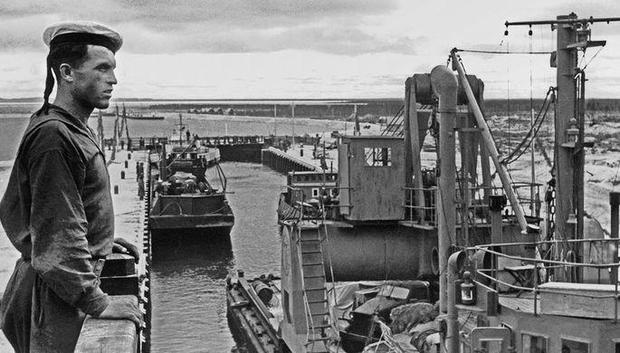 Караван судов на Беломорско-Балтийском канале, 1946 год