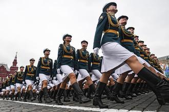 Военнослужащие парадных расчетов на генеральной репетиции военного парада на Красной площади, май 2018 года