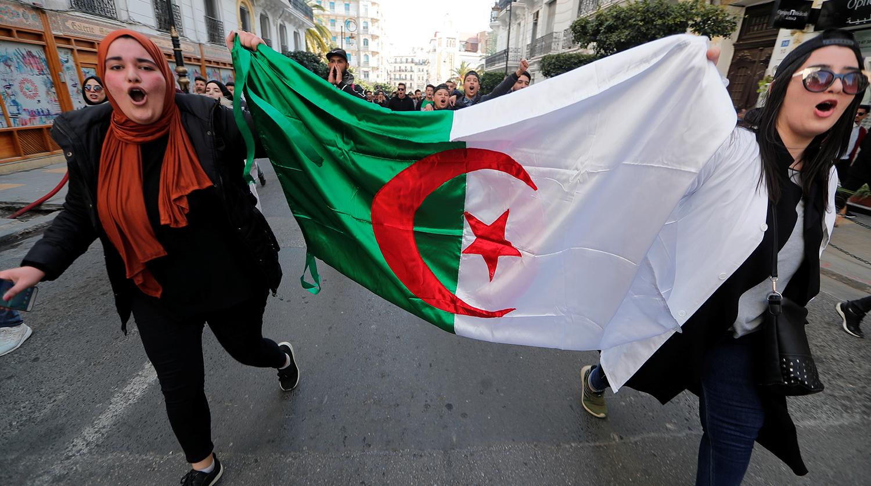 В Алжире могут отменить выборы президента из-за отсутствия кандидатов