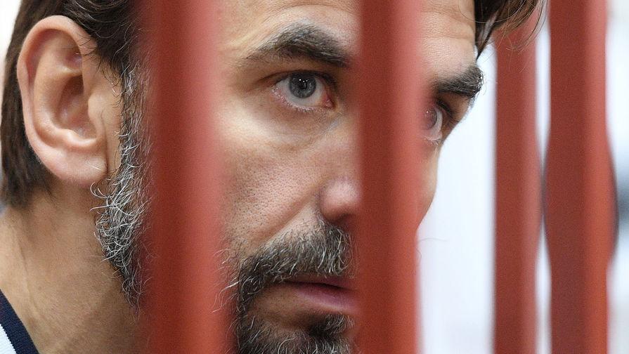 Суд наложил арест почти на €122 млн Абызова
