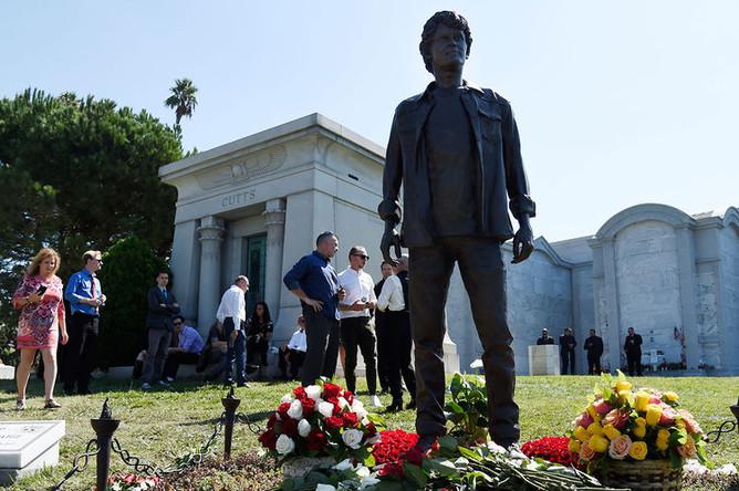 Памятник Антону Ельчину в Лос-Анджелесе
