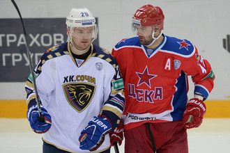 Игорю (слева) и Александру Радулову снова предстоит сражаться друг с другом, теперь в целой серии плей-офф