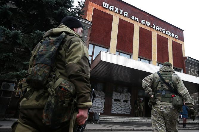 Военнослужащие ДНР на территории шахты им. Засядько