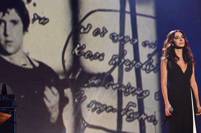 Певица Зара на церемонии вручения премии имени В.С. Высоцкого «Своя колея» в Театре на Таганке в Москве