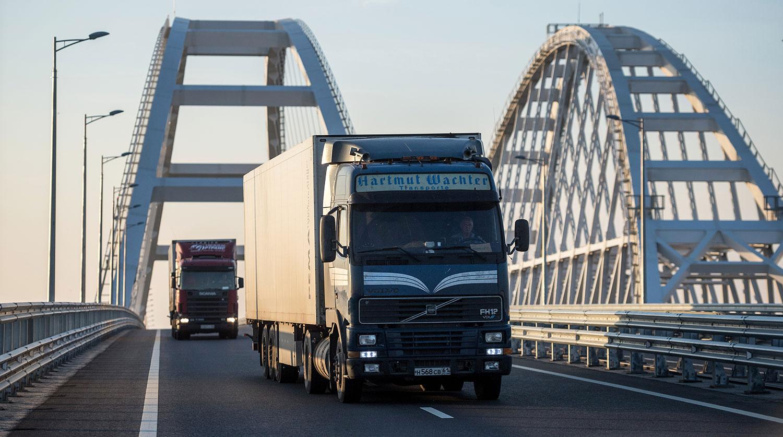 Путин пообещал достроить Крымский мост раньше срока