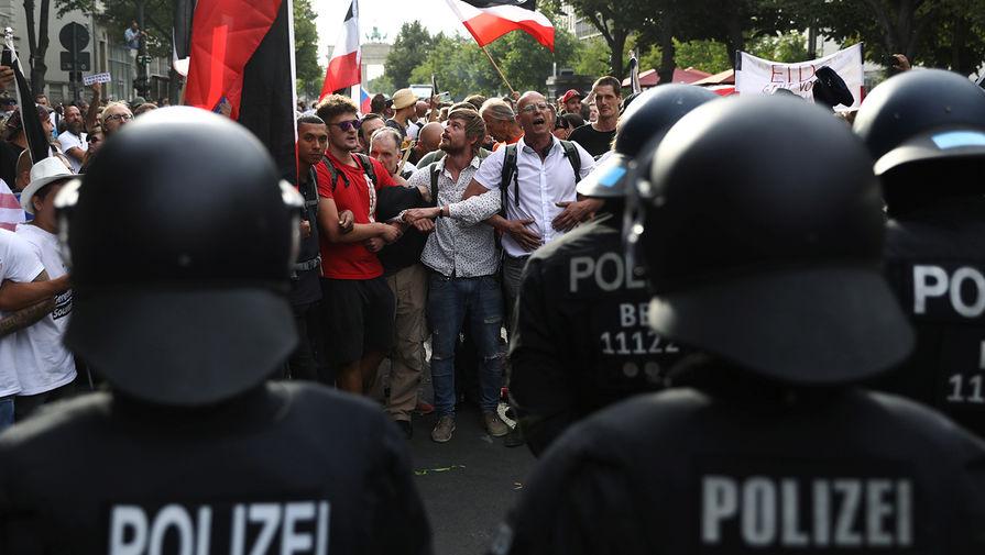 Акция протеста в Берлине против коронавирусных ограничений, 29 августа 2020 года