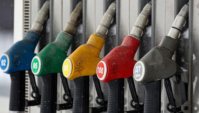 Слабый рубль, акциз и жадность: что привело к подорожанию бензина