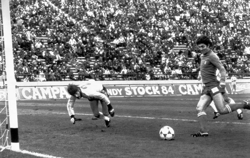 Паоло Росси во время матча Чемпионата мира между сборными Италии и Венгрии, 1978 год