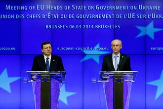 Президент Европейской комиссии Жозе Мануэл Баррозу (слева) и председатель Европейского совета Херман Ван Ромпей во время экстренного саммита в Брюсселе