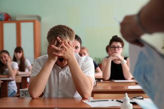 Старшеклассники во время сдачи Единого Государственного Экзамена в одной из школ